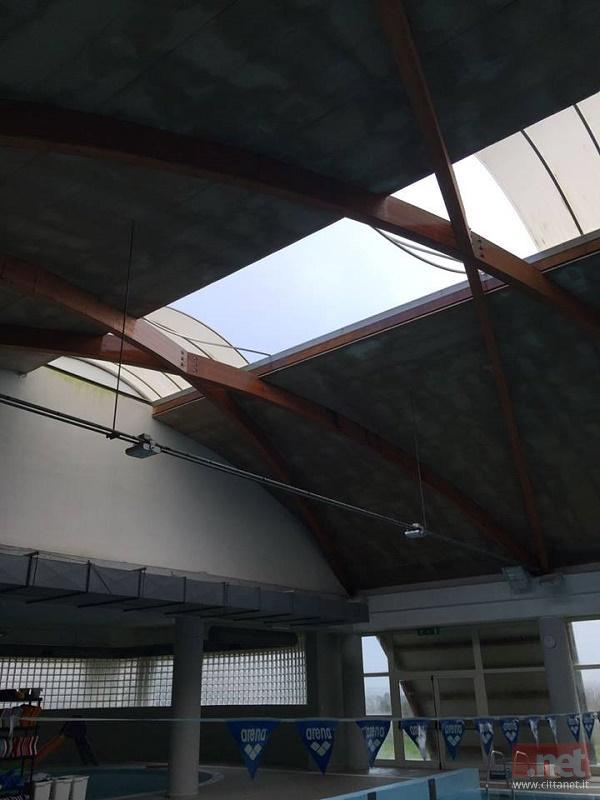 Il tetto dopo la tromba d'aria