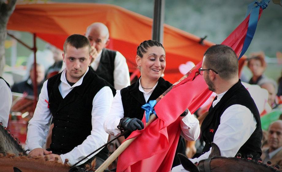 La consegna della Prima Bandiera a Franca Cocco