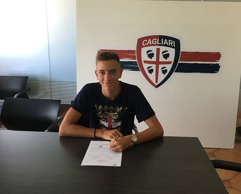 Stefano Pani firma il contratto con il Cagliari Calcio